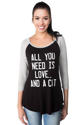 T-shirt baseball imprimé de « All You Need Is Love… And A Cat »